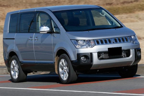 Perbedaan Mitsubishi Delica Royal dan Tipe Standar