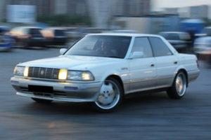 Kelebihan dan Kekurangan Toyota Crown Robot & Crown Lexus