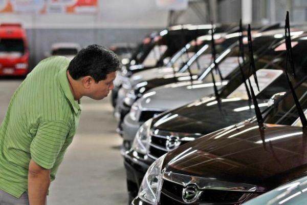 Pengaruh Warna Terhadap Harga Mobil