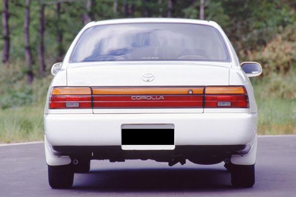 EksteriorToyota Great Corolla Prefacelift Tampak Belakang