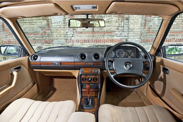 Interior Mercy Tiger W123 Tampak Dashboard