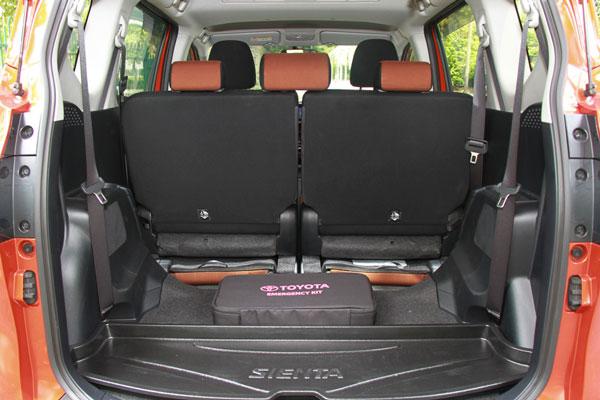 Review Spesifikasi Toyota Sienta