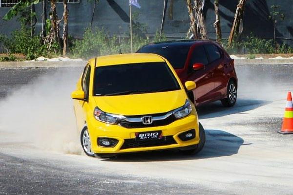 Mobil Warna Favorit = Harga Tinggi. Benarkah?