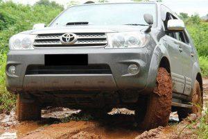 Pilihan Mobil Tinggi Anti Banjir Terbaik di Indonesia