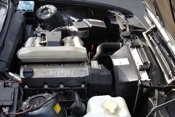 Review, Spesifikasi, Kelebihan dan Kekurangan BMW E30 Seri-3 1982-1991